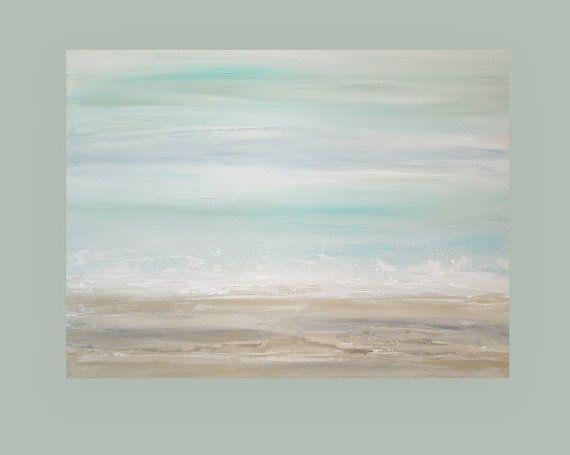 Este es un original de una pintura de tipo acrílico artista Birenbaum Ora.  He usado tonos super suaves de la espuma del mar y luz spa azul aqua con un recubrimiento blanco y crema. La parte inferior tiene polvo super tonos de blanco, Topo, arena y crema.  Muy simple y mínima pero muy moderno y sofisticado. Encajaría perfectamente en cualquier decoración.  Se enviarán estirado con los bordes acabados y con un alambre para fácil visualización.  Título: La playa 10 Dimensiones: 30x40x1.5…