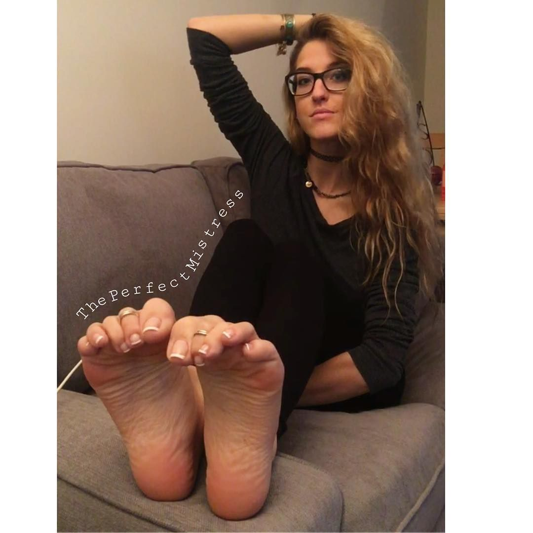 Beautiful barefoot fetish models