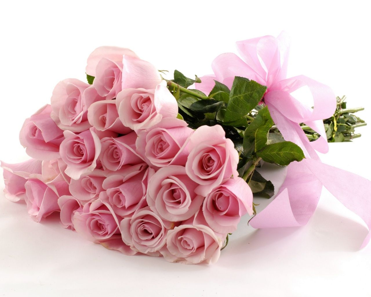 Send Pink Rose Bunch To Your Beloved One With Avon Lucknow Florist