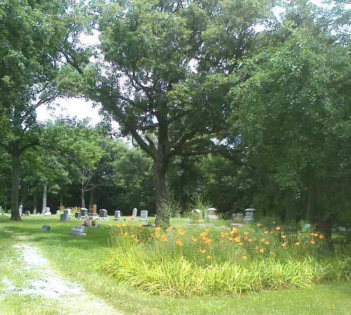These 9 Haunted Cemeteries In Illinois Are Not For The Faint Of Heart Cemeteries Streator Illinois Cemetery