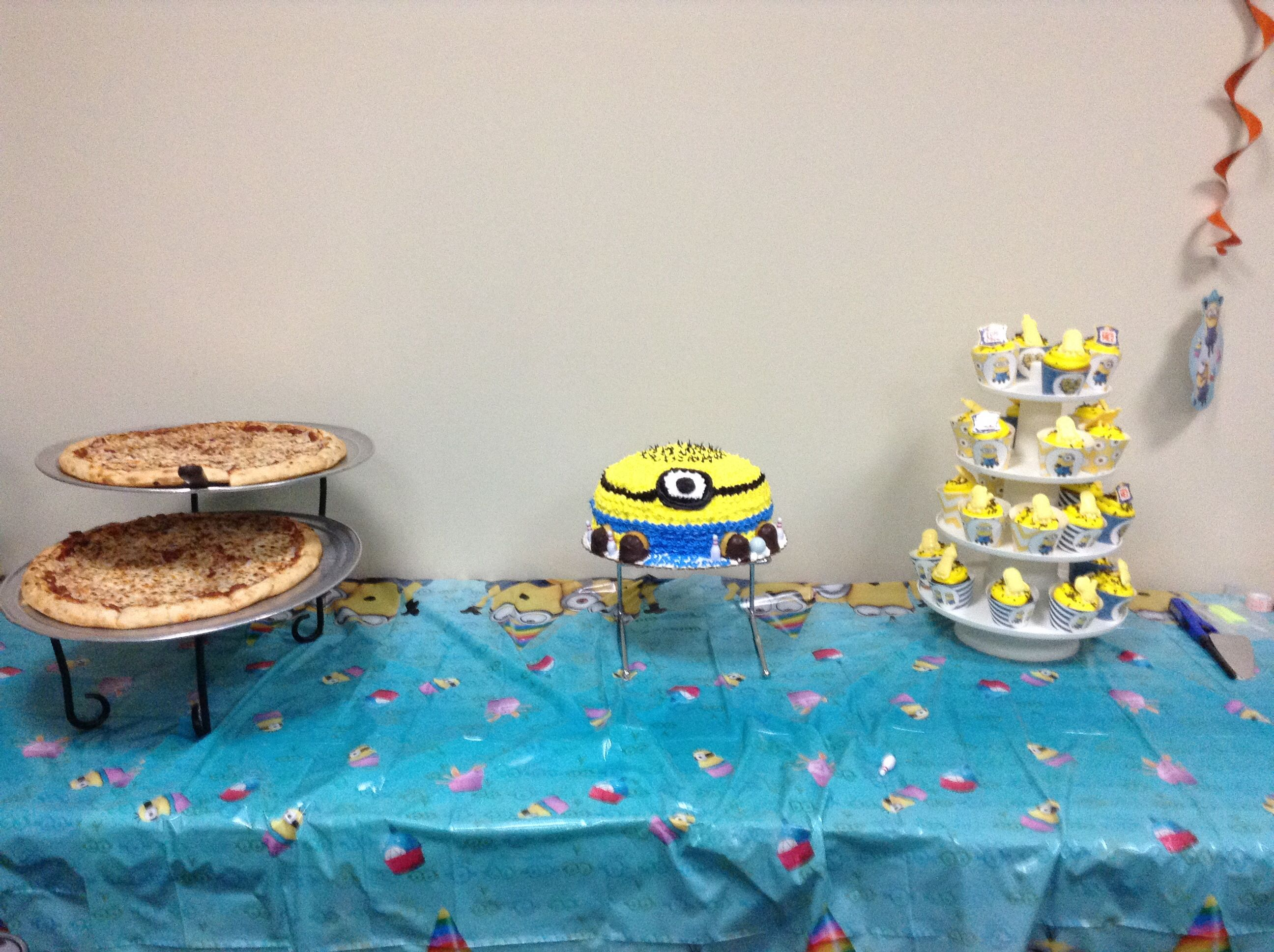 Minion cake & cupcakes executed the theme. Kids loved it!
