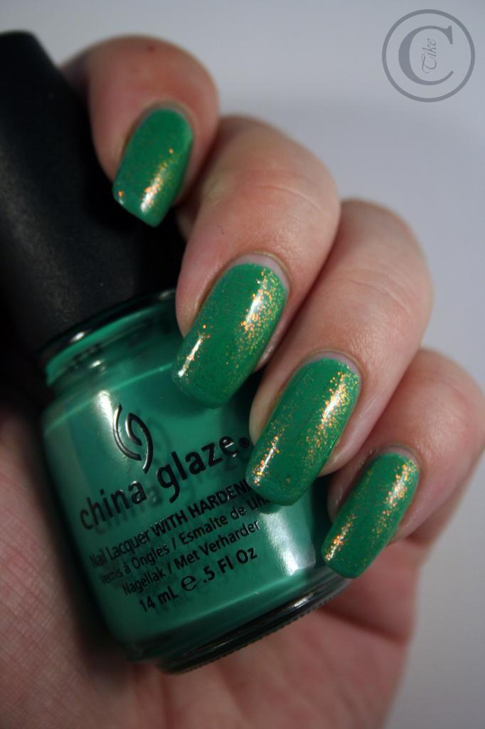 Thulian In Wonderland: Green nails