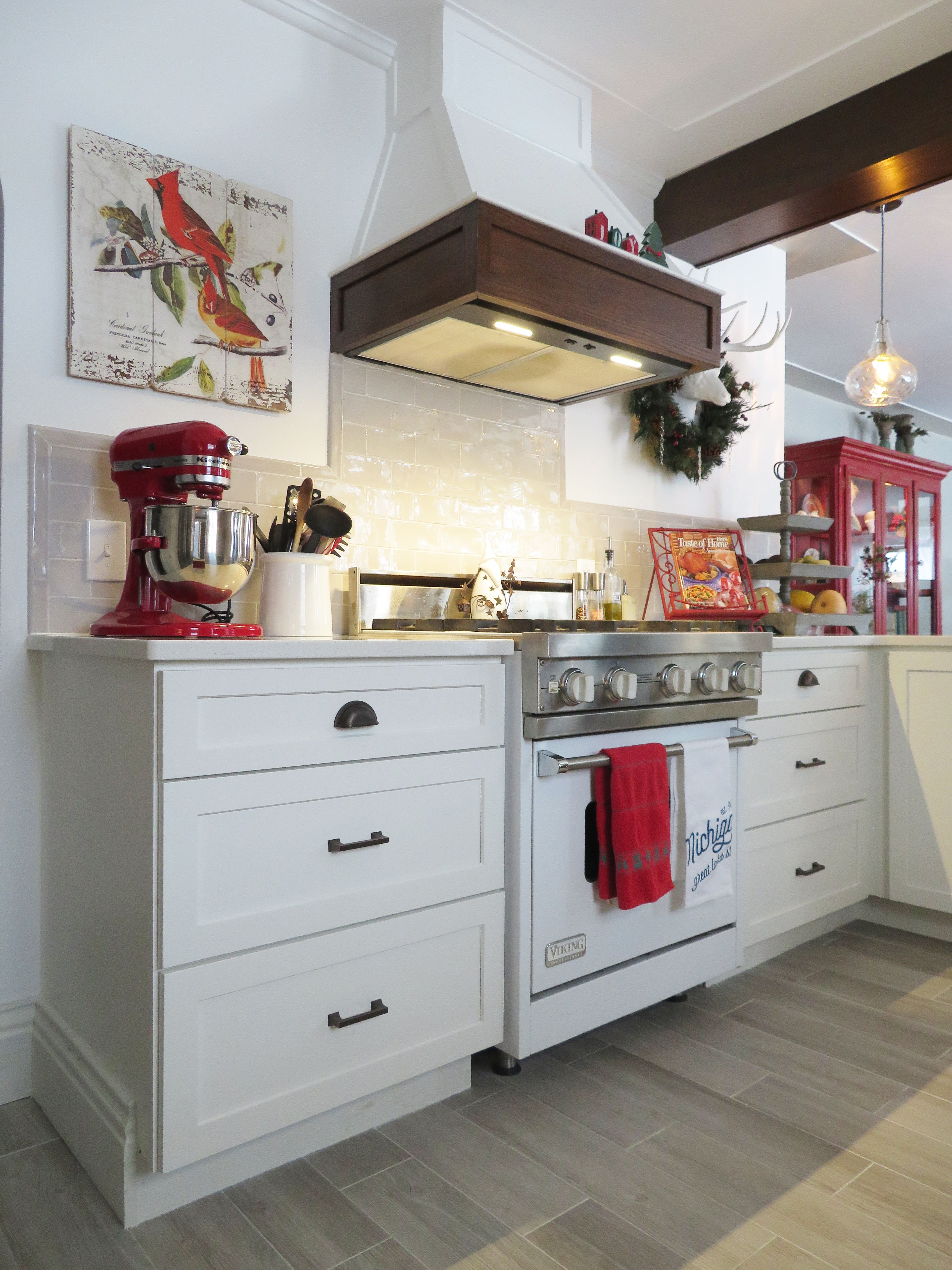 Dura Supreme Cabinetry in Door Style Hudson Painted Maple White ...