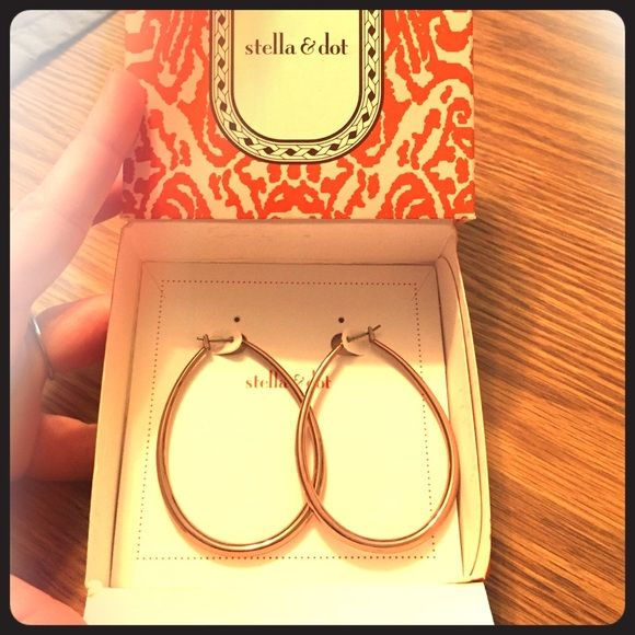 Stella and dot gold earrings hoop NEW in box NEW Stella and dot hoop earrings in gold. Never worn, new in box! Stella & Dot Jewelry Earrings