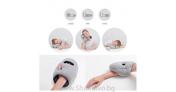 Малка и удобна възглавница за спане на всяко място
