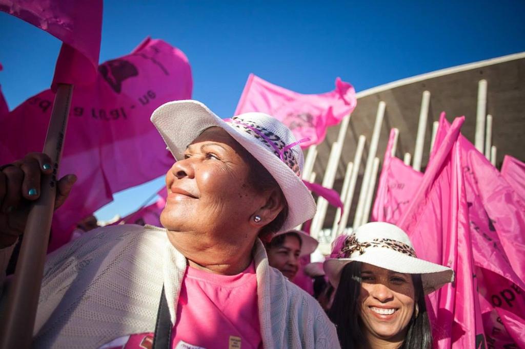 É cor de rosa, é cor de margarida! #JornalistasLivres #MarchaDasMargaridas2015