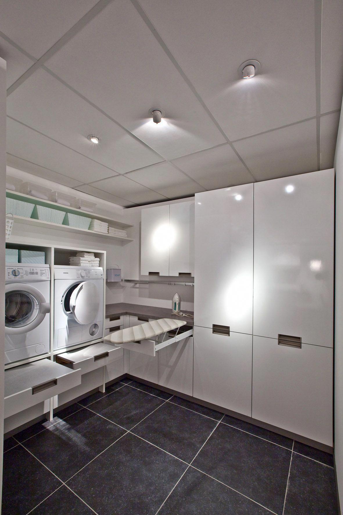 Contemporary Laundry Room White And Grey Bijkeuken Kast Super