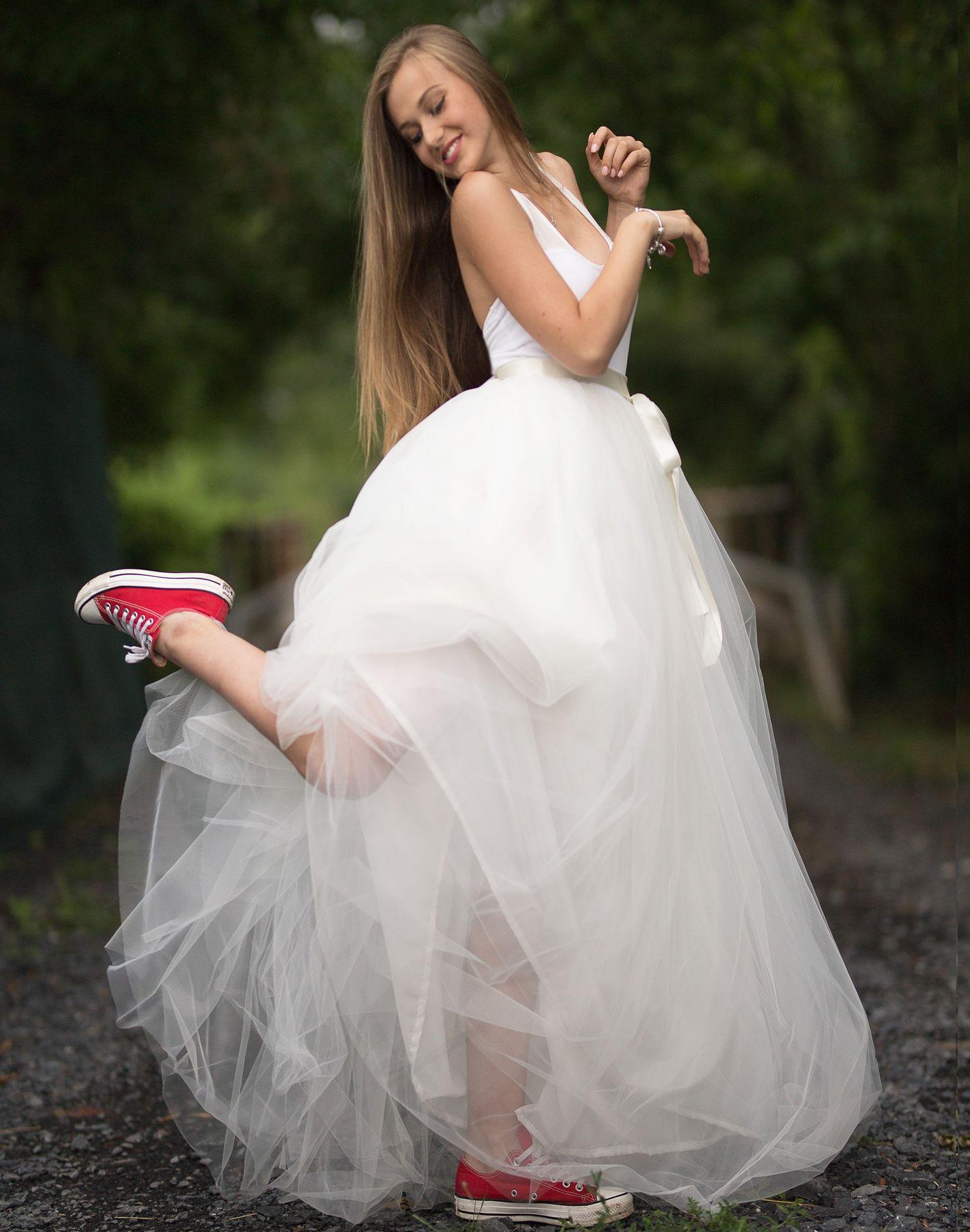 4711e87e7ef6 Dívčí a dámská dlouhá smetanová tylová sukně a body. Cena od 6999 Kč ...