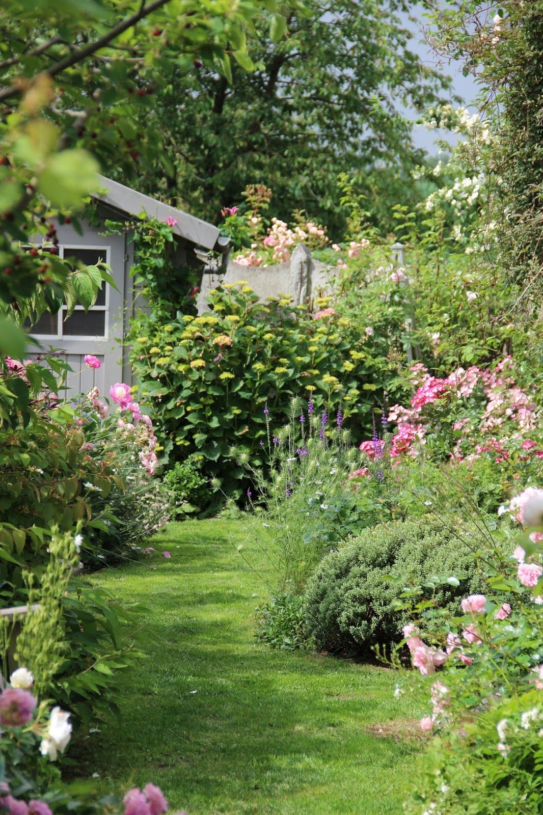 Derri re les murs de mon jardin p riple en belgique jour for Cabanes de jardin belgique
