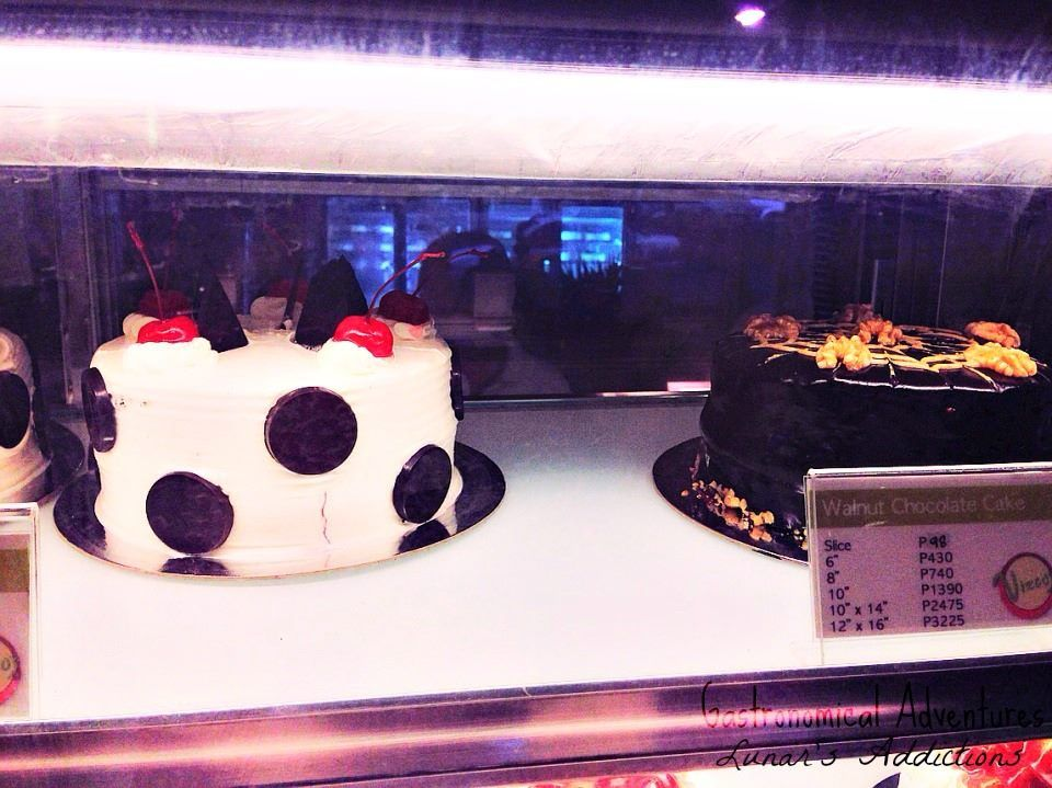 Lunar's Addictions: Gastronomical Adventure in Baguio City: Vizco's Restaurant and Cake Shop: Decadent Chocolate Cake