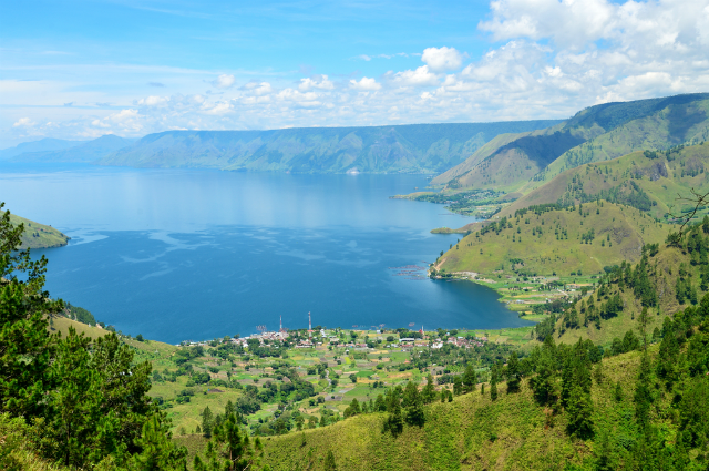 13 of the Most Spectacular Lakes in the World