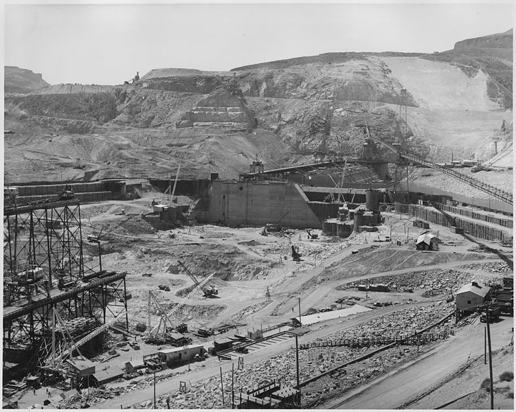 File:Coulee Dam under construction - NARA - 298709.jpg