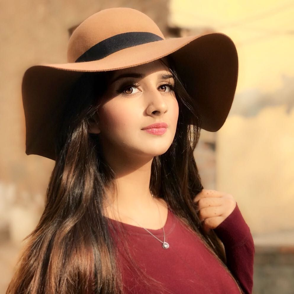 2019 year for girls- Girl stylish images with hat