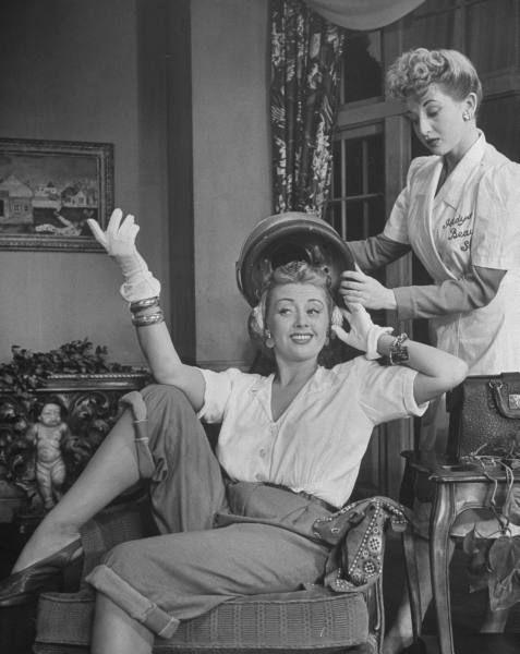 Joan Blondell gets glamorized