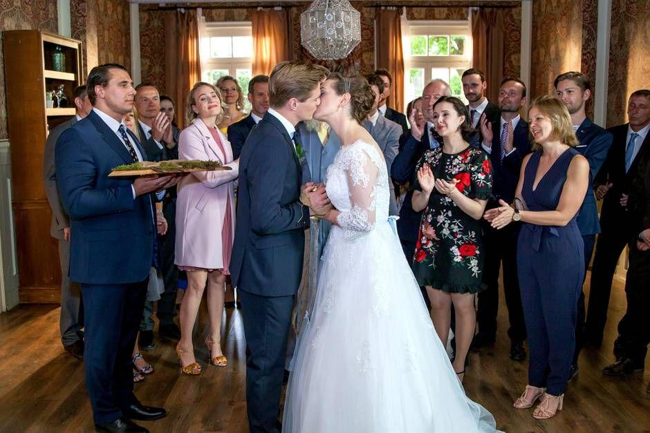Vorschau Auf Neue Folgen Vom 15 Bis 19 Juli 2019 Meerjungfrauenkleid Hochzeit Kleid Hochzeit Hochzeit