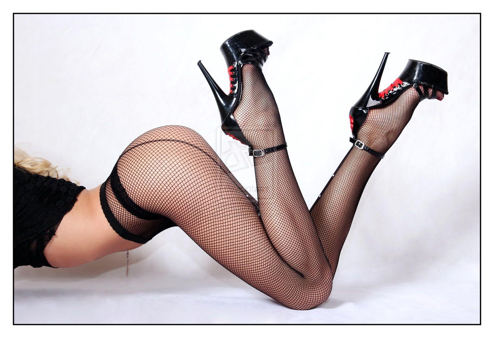 нашем порно сексуальные фото женские ноги на каблуках в чулках использования