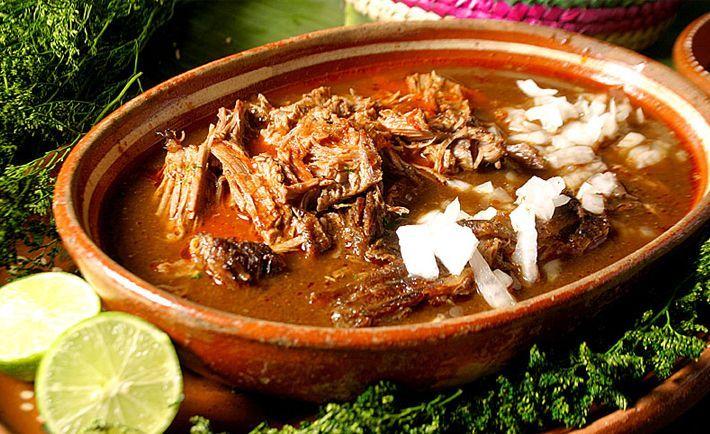 La birria de reses muy popular en la república mexicana, en algunos lugares se prepara de chivo, borrego o venado. A mi personalmente me gusta de res y bo