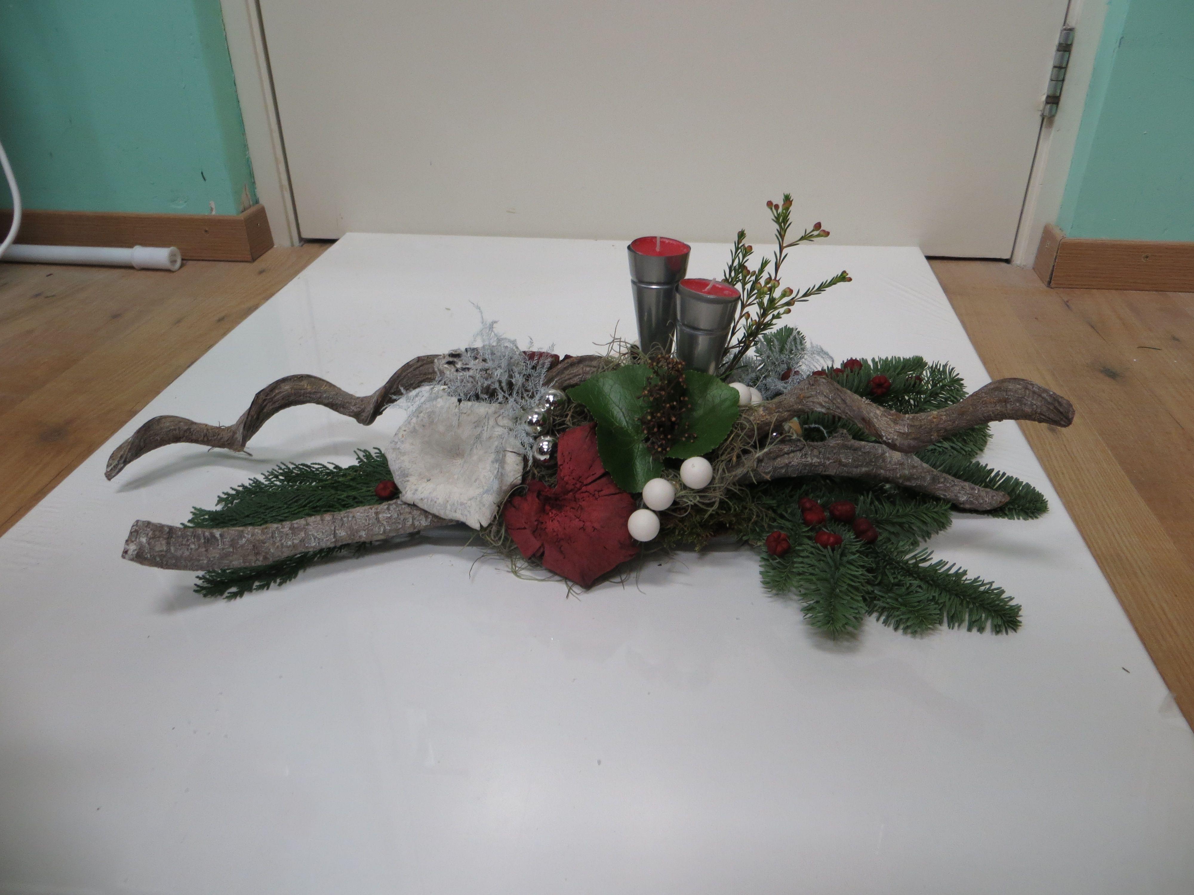 Feestdagen Natuurlijke Kerstdecoratie : Kerst voorbeeld tafelstuk van takken en dennentakken dit met