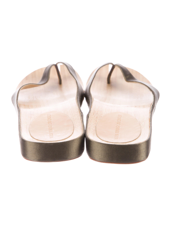 57e16e8ca85f Olive green satin Vera Wang thong sandals with tan wood soles. Includes  dust bag.