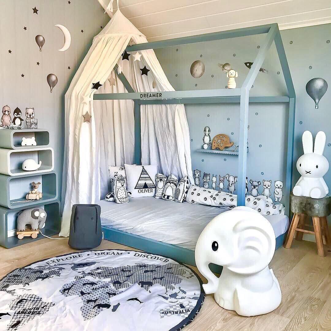 Cooles Jungenzimmer in Blautönen