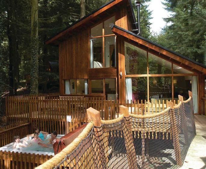 Golden Oak Treehouse 5 5 Bedroom Pet Friendly Holiday Lodge In Ip24 2rx Sleeps 10 People With A Hot Tub Parking Tree House Sherwood Forest Hot Tub Outdoor