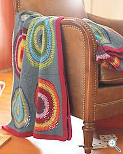 Motif de couverture cercles en carrés par Bernat Design Studio   – Crazy Crochet Lady? Guilty!!