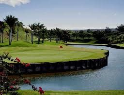 #BigIslandAttraction - 18-hole Big Island Country Club located in Kailua Kona, HI. Big Island Country Club is a semi-private golf course that opened in 1997, designed by Pete and Perry Dye. It features Bermuda fairways with stunning water features. The green fees price range during weekdays/weekends is $65-$89. For more information you can call them via (808) 325-5044. http://www.hawaiigolf.com/courses/kailua-kona/big-island-cc/