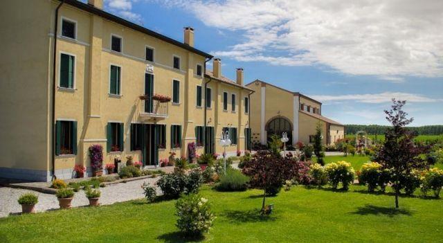 Millefiori la Corte delle Rose - #FarmStays - $64 - #Hotels #Italy #Rovigo http://www.justigo.co.nz/hotels/italy/rovigo/milefiori-la-corte-delle-rose_177363.html