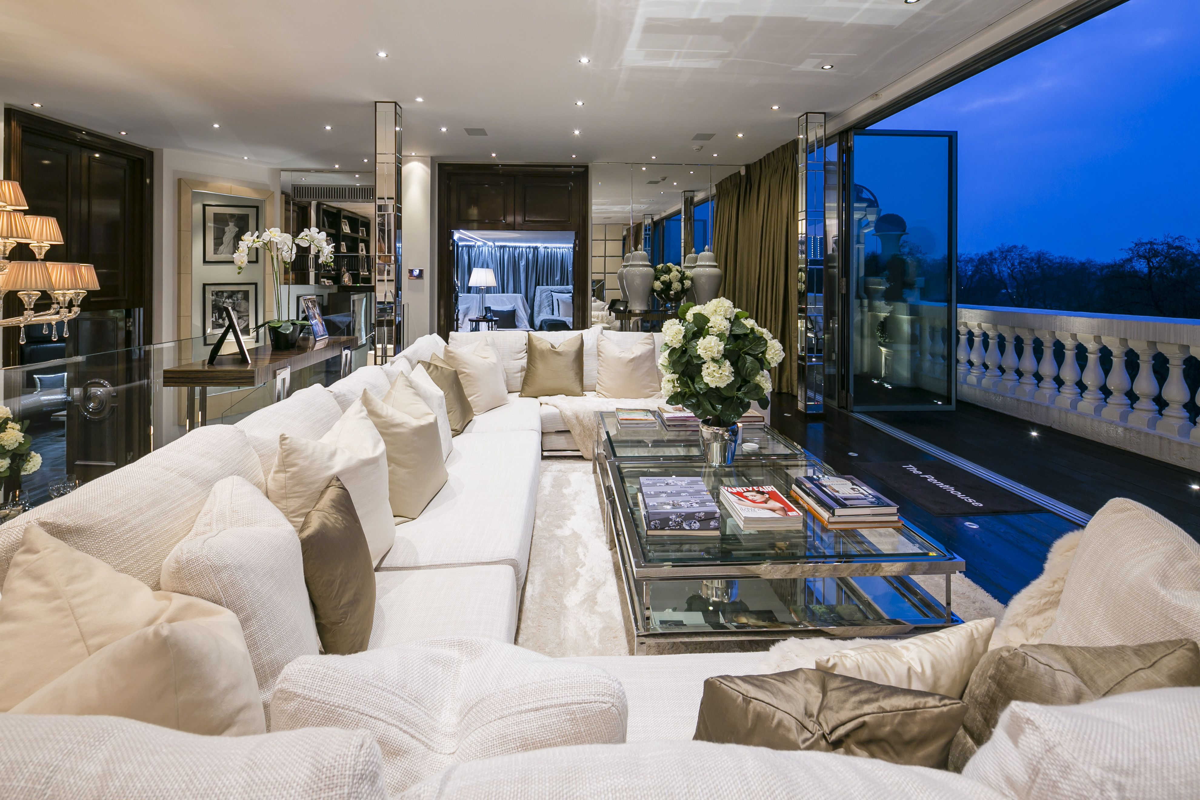 Splendid Luxury Apartments For Sale In Westminster London It Features A Large Selection Of Shopping Dining And Entertain Luxury Penthouse Penthouse London Luxury Apartments