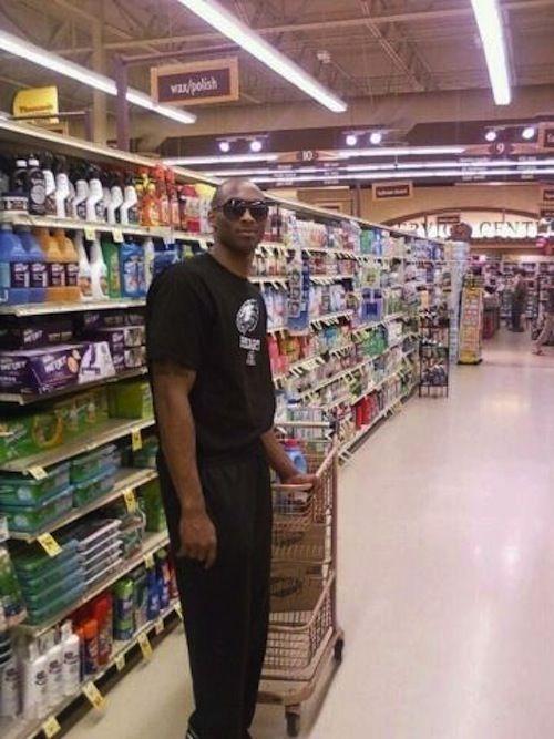 Kobe Bryant At Food City Yesterday In Tucson Kobe Bryant Kobe Kobe Bryant Nba