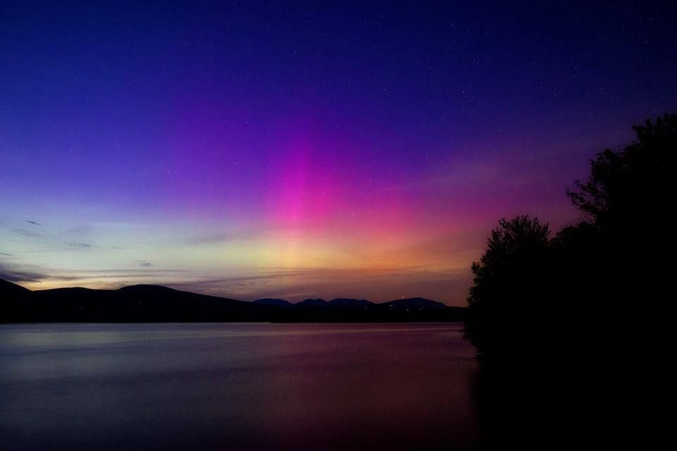 Pic of the Day... The aurora seen over the #AshokanReservoir by Mark Rosengarten.  #hudsonvalley