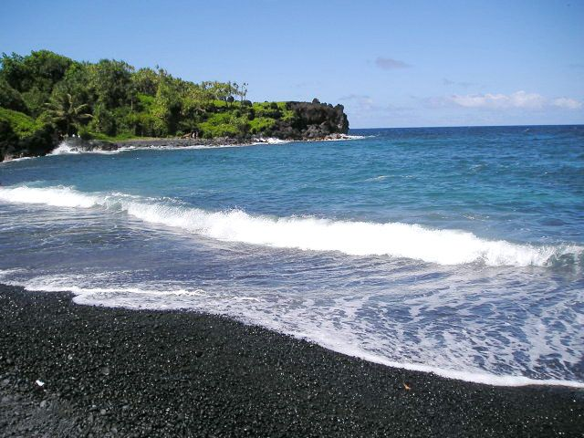 Maui S Black Sand Beach Ive Seen Bermudas Pink I Think Hawaiian Is Next On My List