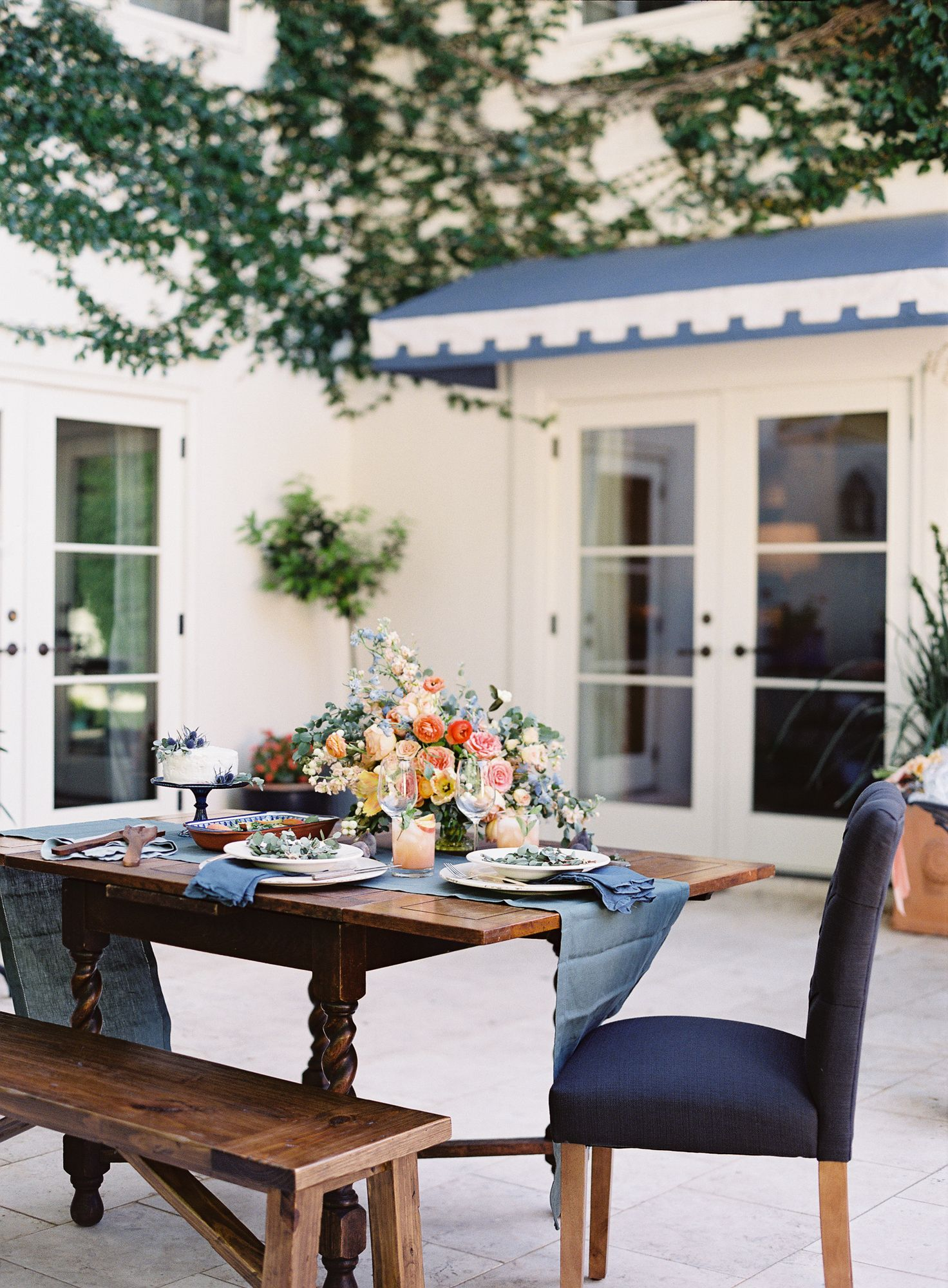 Dinner Party Playlist elegant outdoor dinner party | read more, design and dinner parties