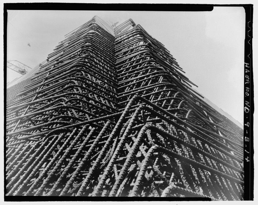 Une pyramide perdue dans le Dakota pour surveiller la fin du monde pyramide dakota construction 05 870x693