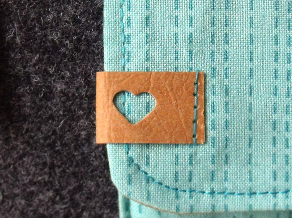 Täschchen aus Wollfilz und SnapPap mit Herzlabel #heartdetail