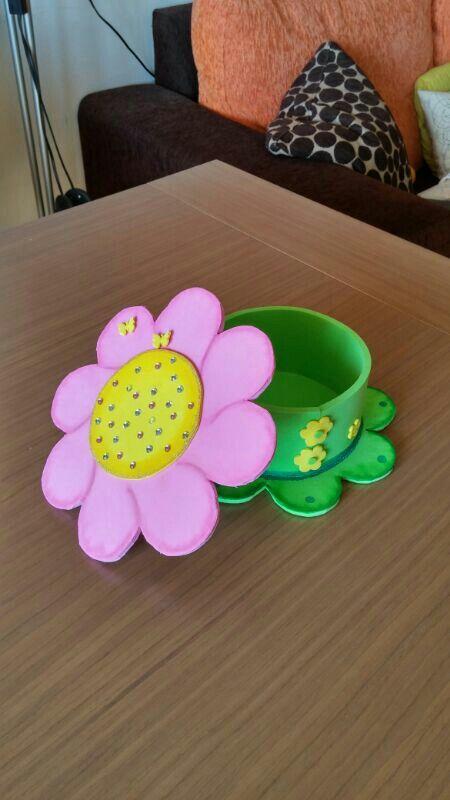 Detalle de caja de goma eva con forma de flor foamy - Formas goma eva ...