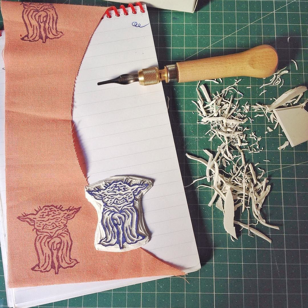 La forza in me scorre potente! Il maestro #yoda è pronto!  la fuerza en mi fluye potente! El maestro Yoda es listo!   #handmade #handcrafted #oneofakind #printwork #print #sellos #stamp #maker #sketch #illustration #blockprint