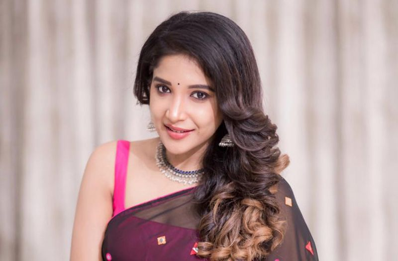 Sakshi Agarwal thanks the Indian Government for banning 59 Chinese apps!