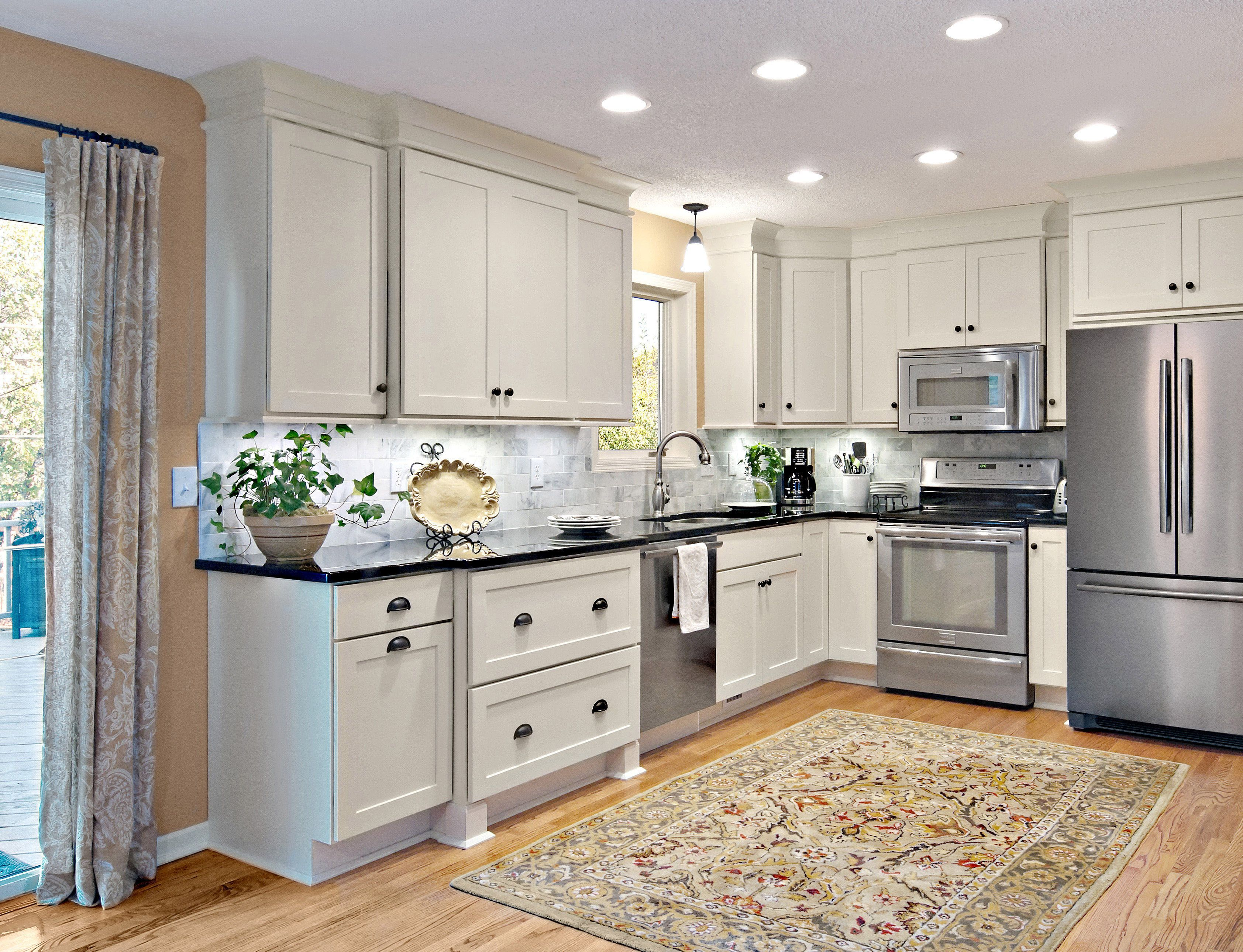 best way to paint kitchen cabinet doors best way to paint kitchen cabinets a step by step guide 12249