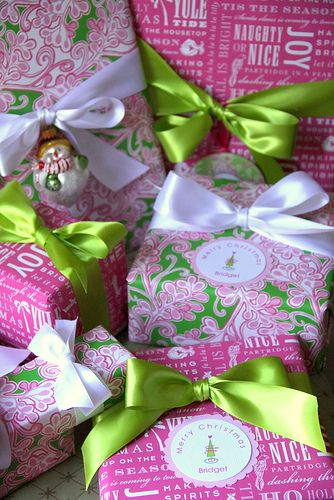 All Wred Up With A Pretty Bow Bebe Celebrate Lilyholiday Beautiful Pink And Green Gift Wrap