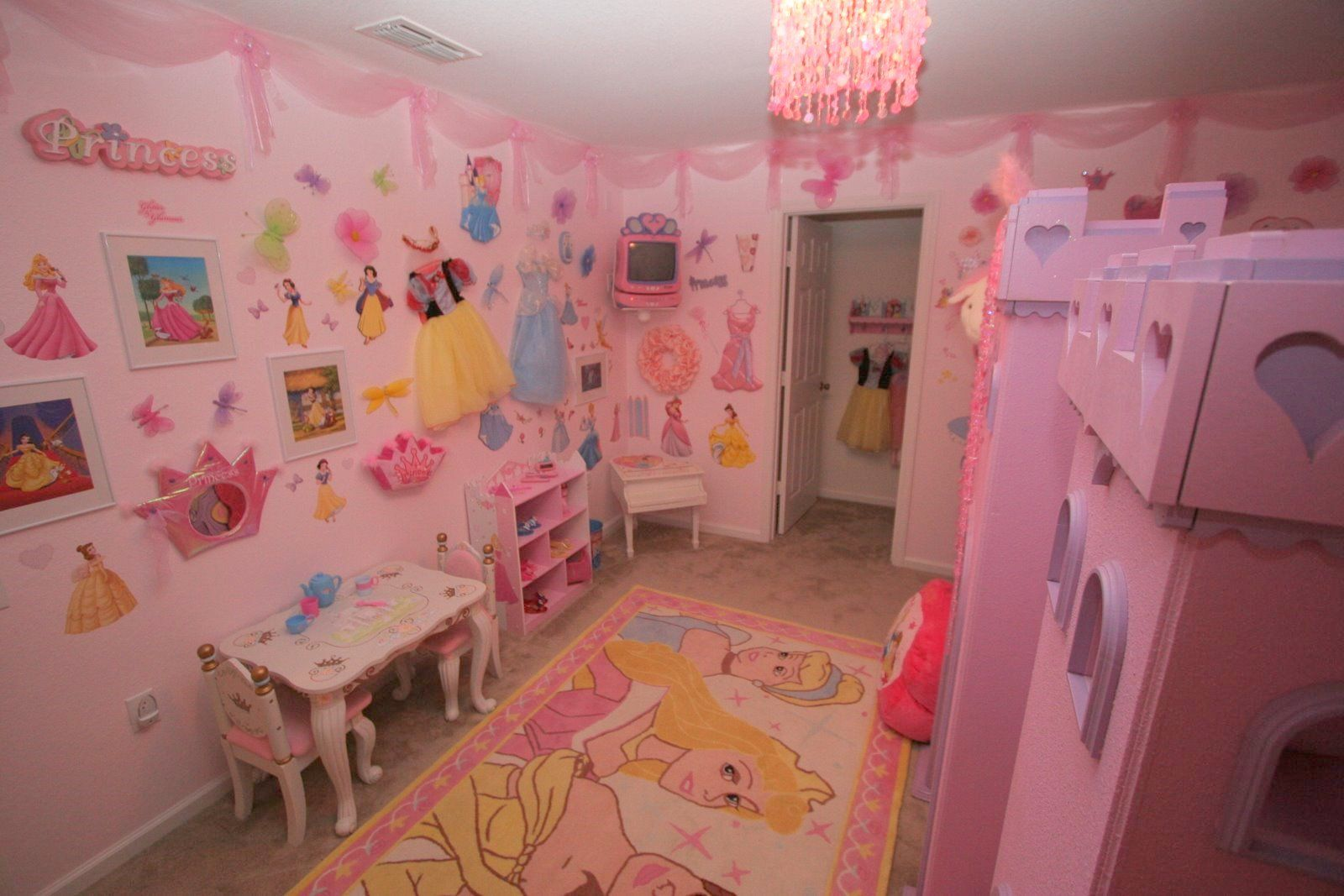 Disney Princess Bedroom Ideas & Disney Princess Bedroom Ideas | All about her!!! | Pinterest ...