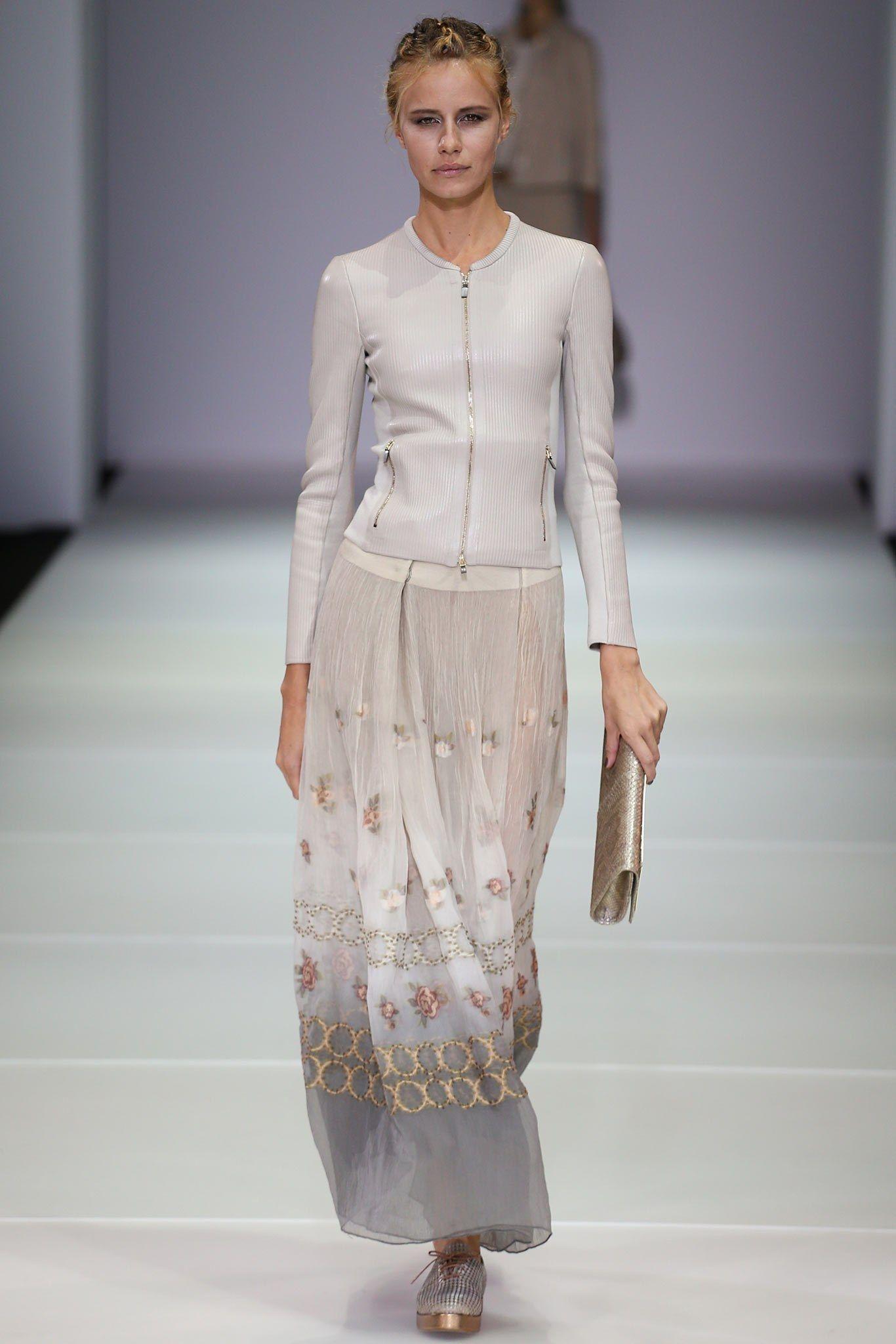 b633c2c26330 Giorgio Armani Spring 2015 Ready-to-Wear Collection Photos - Vogue