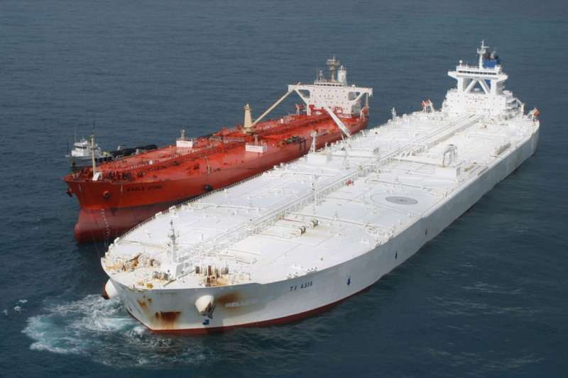 Very Large Cude Carrier VLCC   oily stuffs   Tanker ship