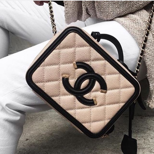 Chanel-CC-Filigree-Vanity-Case-Bag-Will-Return-For-Spring-Summer -2017-Act-1-2 c79c6f0a5d879
