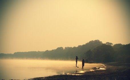Banho matinal na tribo Kamayurá no Xingu