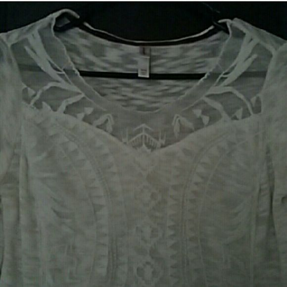Xhileration Mesh Sweetheart Emroidered Sweater Super cute cream/off white Xhileration lightweight sweater with sweetheart mesh neckline and embroidery detailing. Slightly shorter in front and longer in the back. Like new. Worn once. Is a size medium, but can fit a small loosely as well. Xhilaration Tops Tees - Long Sleeve
