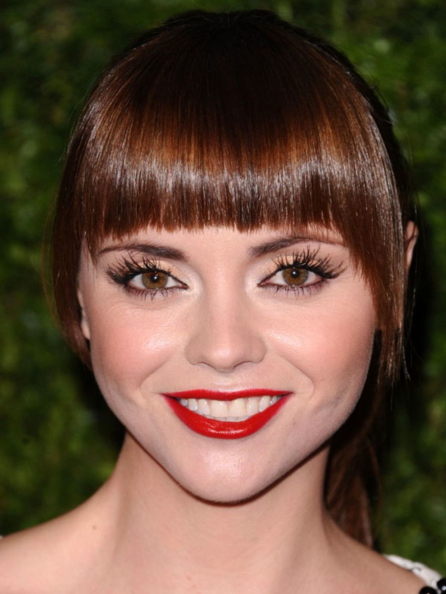 Graphic Bangs With Side Fringe The Best For Round Face Shapes Beautyeditor
