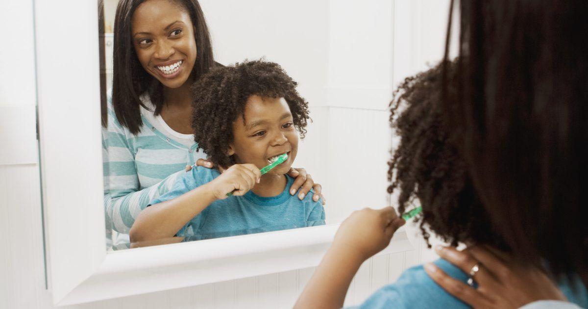 Cómo agregar molduras alrededor de un espejo del baño | Molduras, El ...