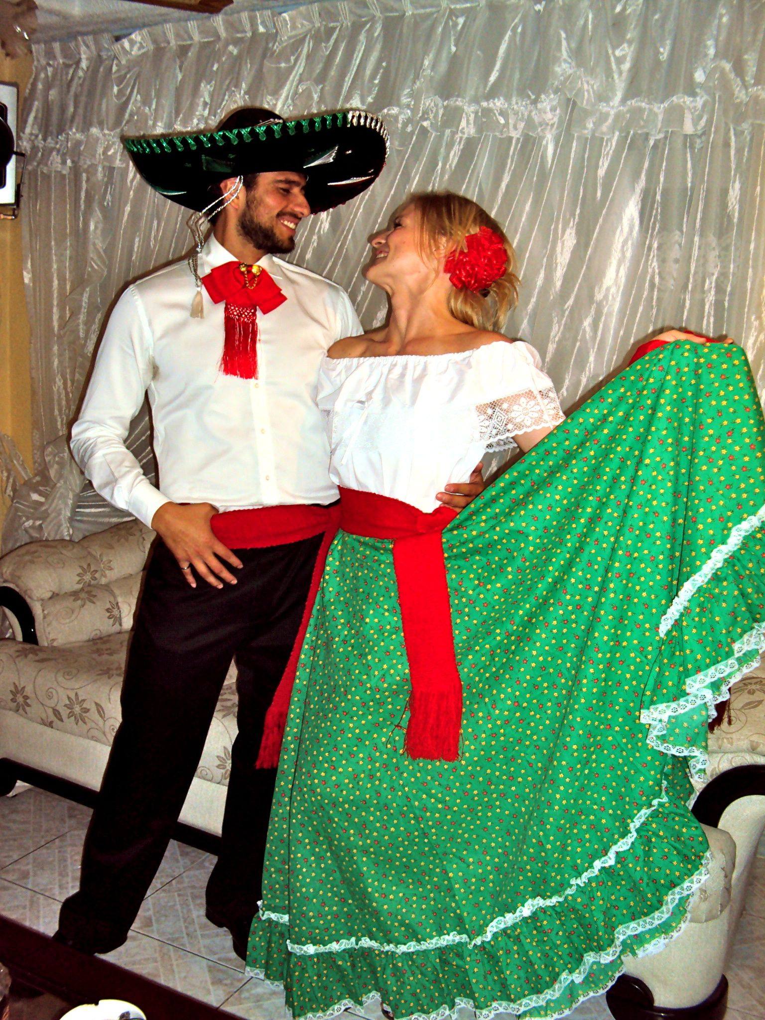 how to say fancy dress party in spanish