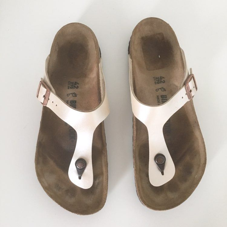 Good Condition Birkenstock Gizeh For Women In Pearl White Store Display No Major Flaws Still Like New Loya O Birkenstock Birkenstock Gizeh Birkenstock Sandals